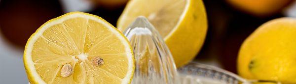 Fensterputzen mit Zitronenkraft