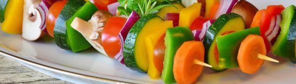 Bunte Gemüsespieße mit Bärlauch Pesto