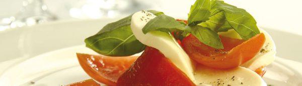 Paprika mit Tomate-Mozzarella-Füllung