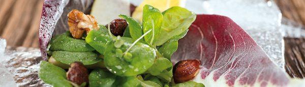 Salat mit Kaffee-Vinaigrette und Crostini