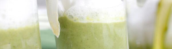 Grüne Spargelcreme mit Milchhaube